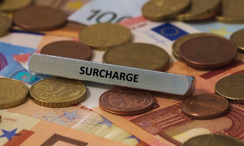 surcharge kartu kredit
