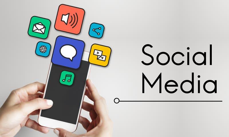 memanfaatkan sosial media untuk mengundang para sahabat