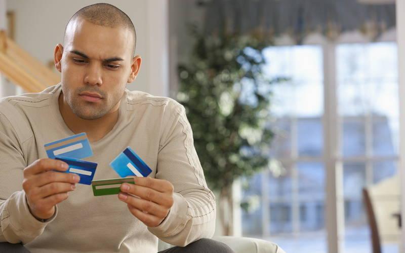 Memilih Bank Penerbit Kartu Kredit Pertama Anda