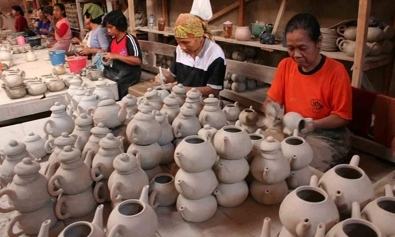 Pengrajin Keramik - Kredit Usaha Rakyat