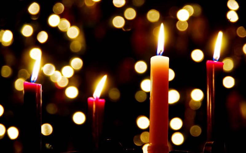 Warga Irlandia Menyalakan Lilin Semalaman Ketika Natal