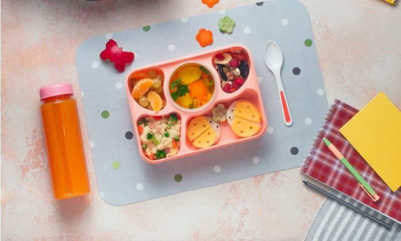 Berjualan Kotak Makanan dan Botol Minum Plastik