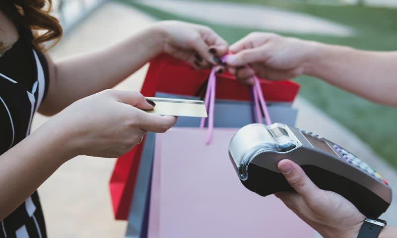 Bayar Pakai Kartu Kredit