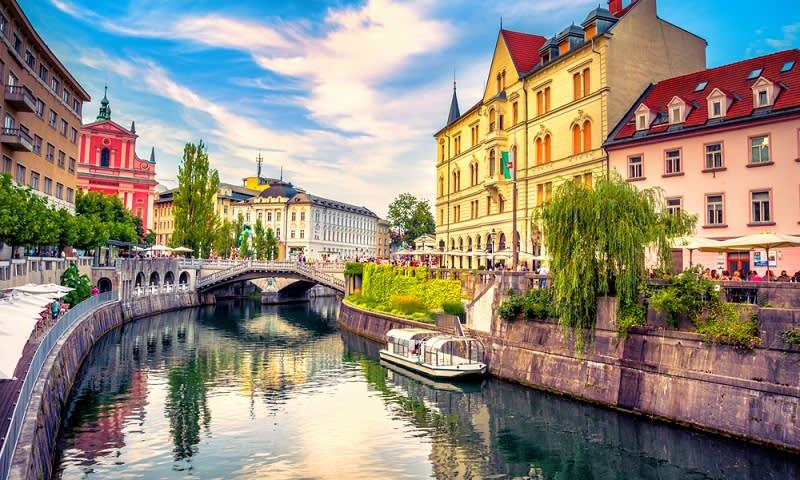 Pemandangan Sungai Ljubljanica di Ibu Kota Slovenia, Ljubljana