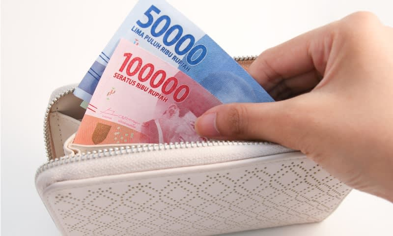 Selalu Bertransaksi dengan Uang Tunai