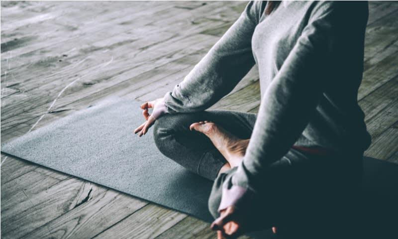 Berdoa atau Melakukan Meditasi Ringan