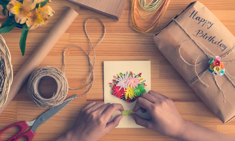 Jadikan Hobi Membuat Kerajinan Tangan jadi Sumber Penghasilan