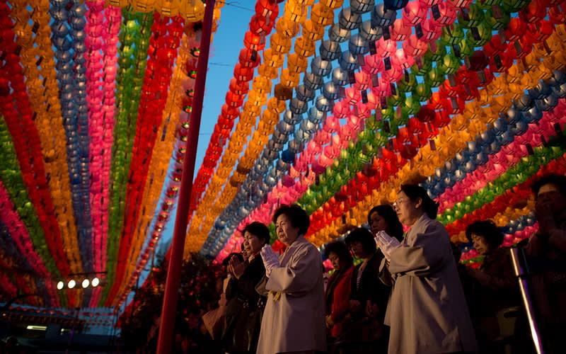 lmn5c2wbhkwqdoesltkr - Tradisi Unik Hari Raya Waisak di Berbagai Negara