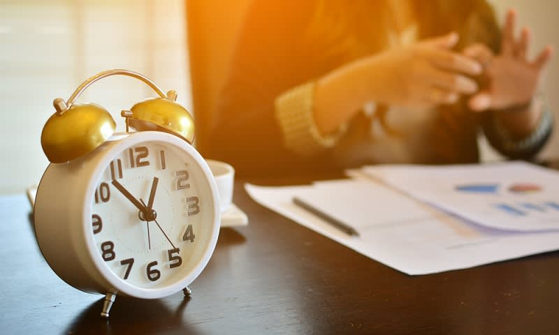 mengatur jam kerja