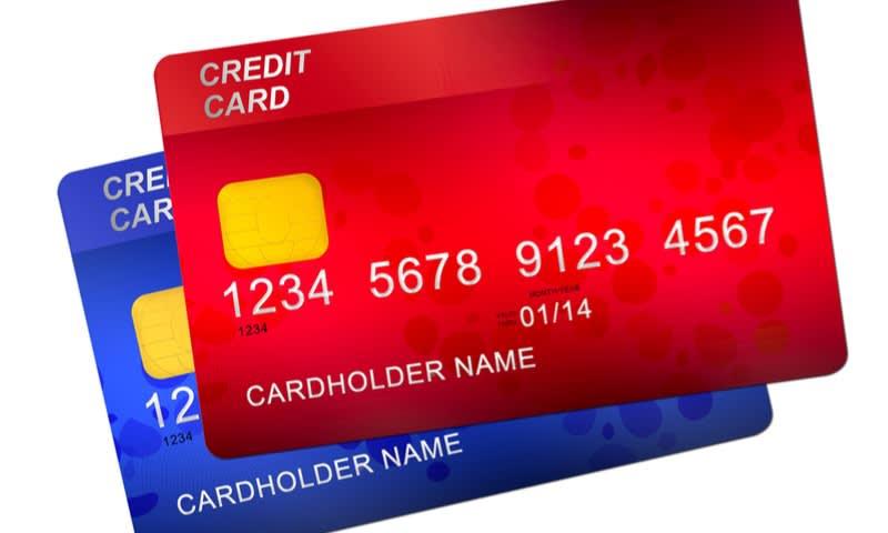 Menggunakan Dua Kartu Kredit