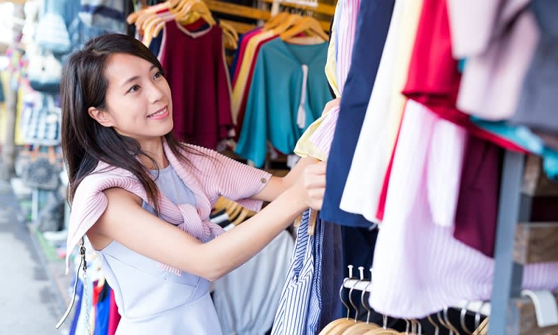 berbelanja pakaian