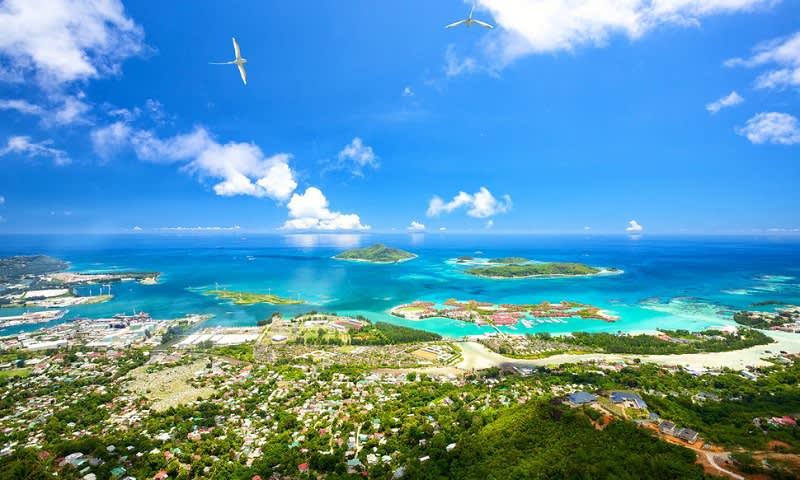 Pemandangan Seluruh Pulau dari Salah Satu Puncak Gunung di Pulau Mahe