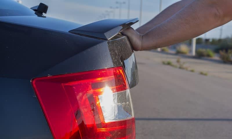 Mendorong Mobil