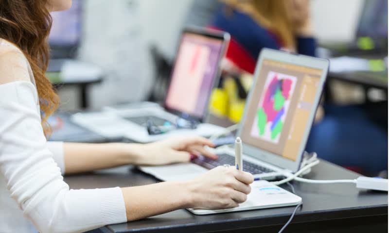 UI Designer dan Graphic Designer
