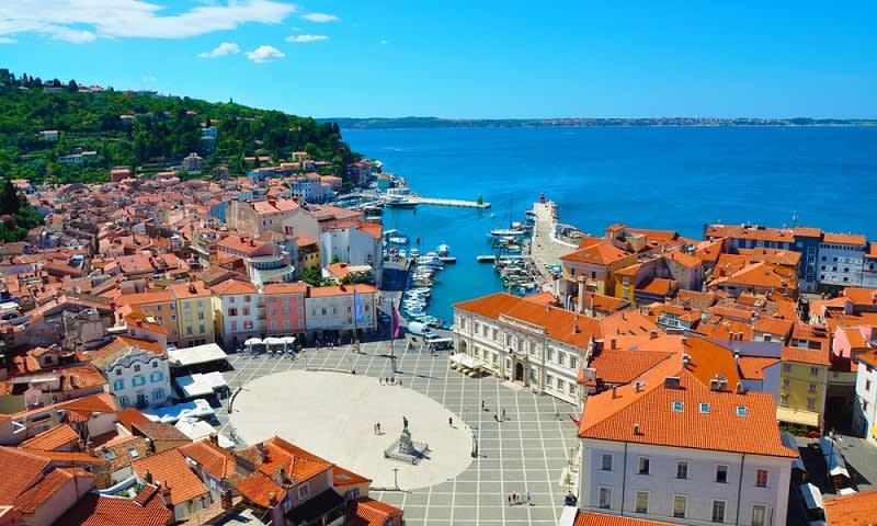 Keindahan Kota Piran yang Dikelilingi Laut Adriatic